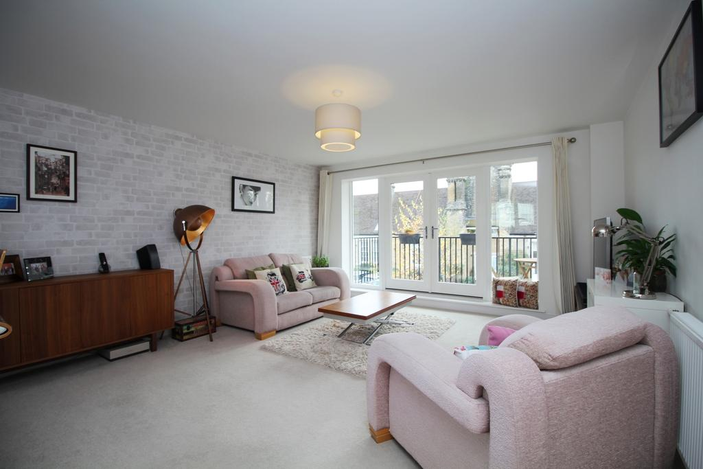 2 Bedrooms Flat for sale in Jepson Drive Dartford DA2
