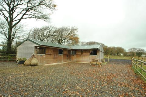 Equestrian facility for sale - Lower Tamar Lake, Sutcombe, Holsworthy