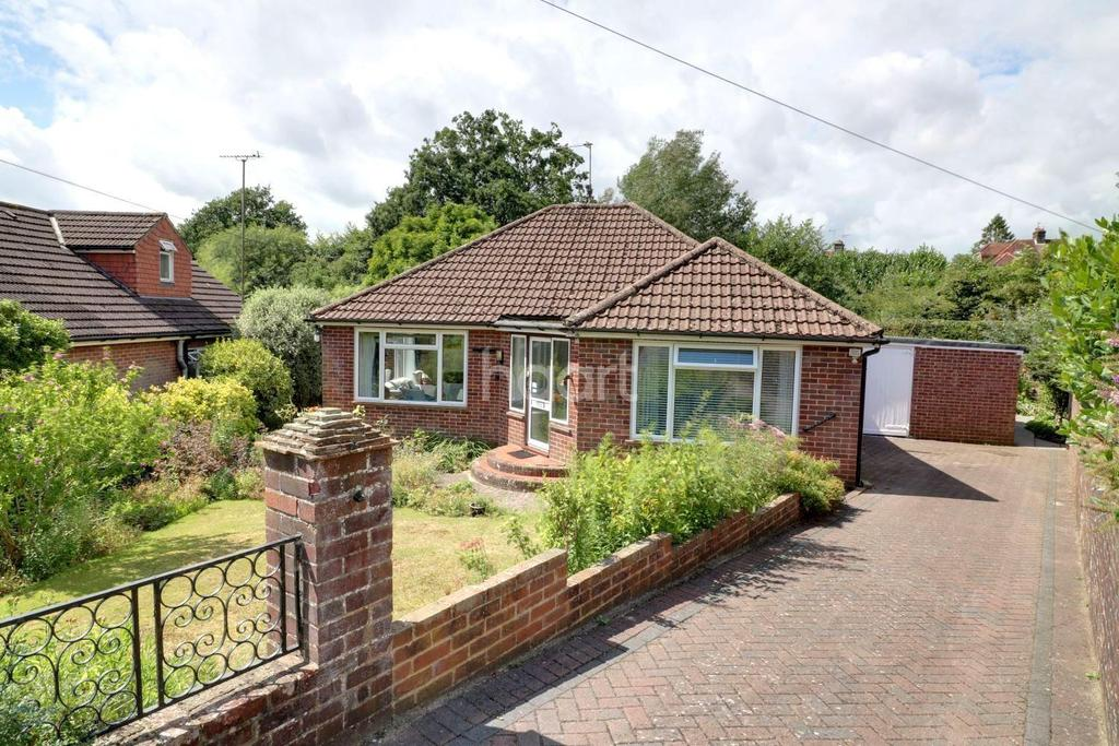 3 Bedrooms Bungalow for sale in Oaklands Road, Petersfield
