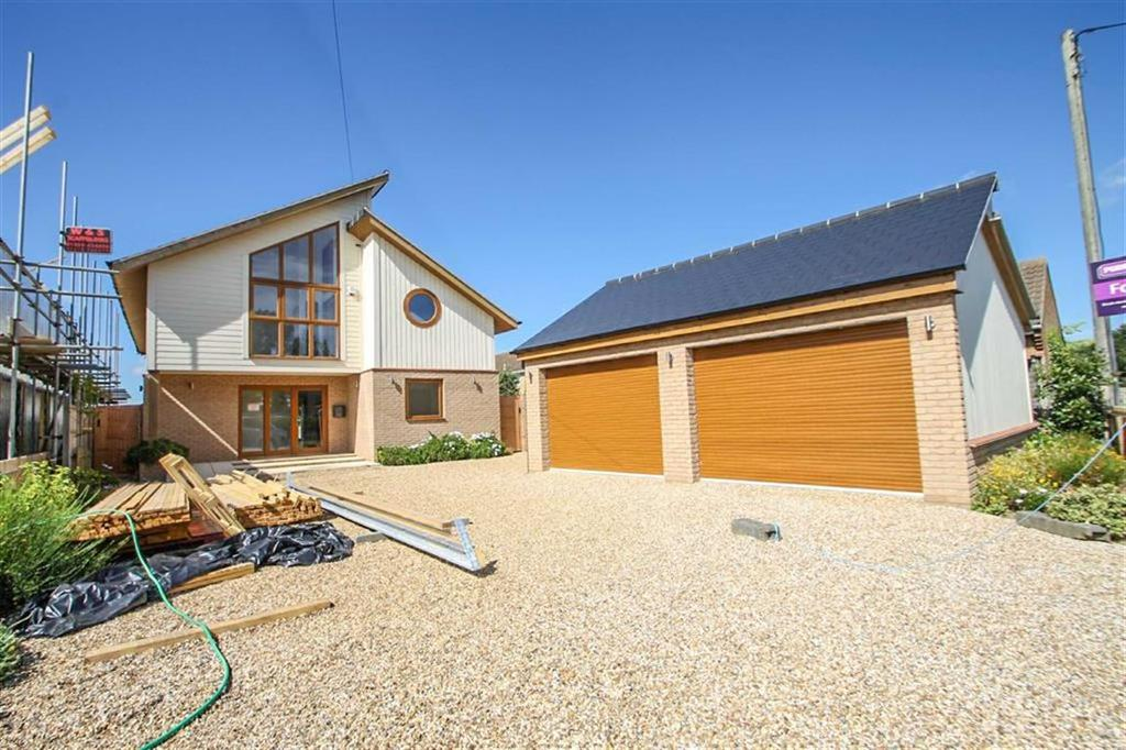 6 Bedrooms Detached House for sale in Dumont Avenue, St Osyth