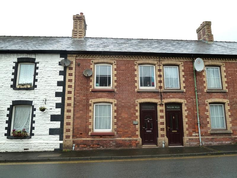 3 Bedrooms Terraced House for rent in High Street, Sennybridge, Brecon, Powys.