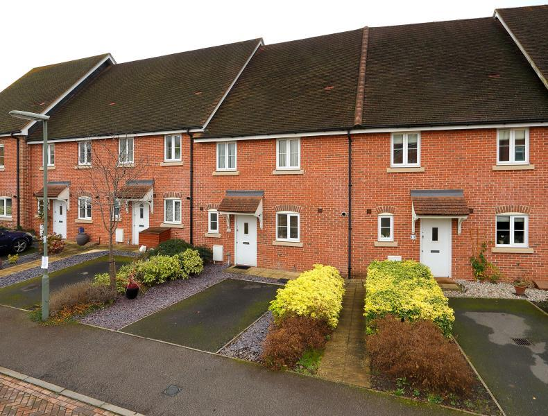 3 Bedrooms Terraced House for sale in Virginia Water, Surrey