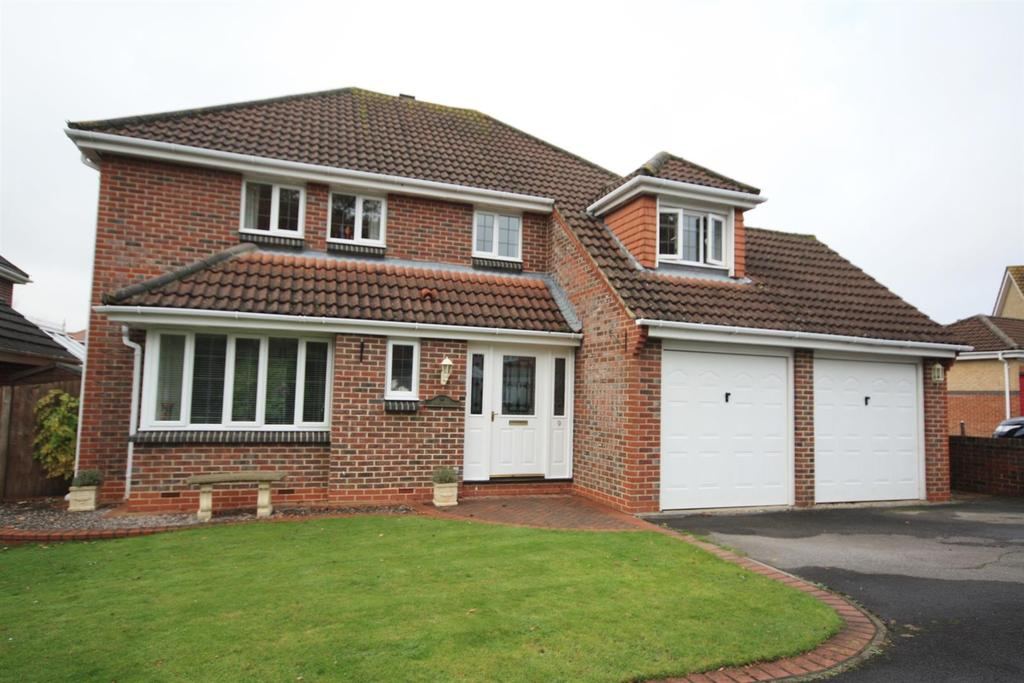 4 Bedrooms Detached House for sale in York Close, Horton Heath, Eastleigh