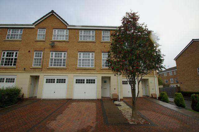 3 Bedrooms Terraced House for rent in Meadow Way, STAFFORD, ST17