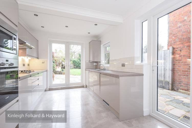 3 Bedrooms House for rent in Parkhurst Road New Southgate N11
