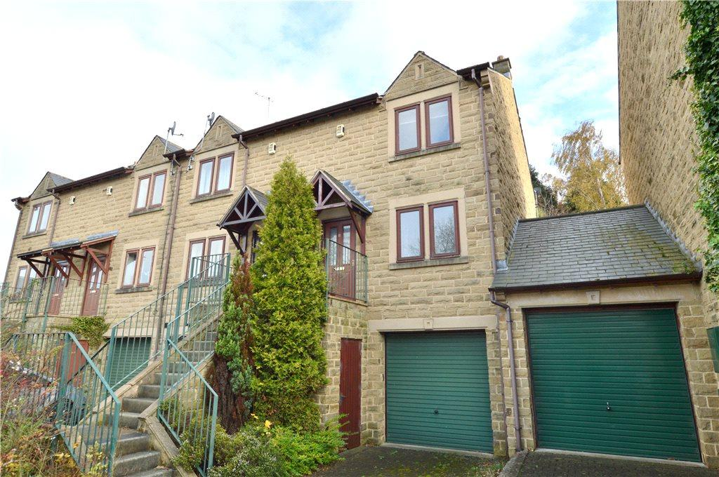 2 Bedrooms Terraced House for sale in Chiltern Court, Leeds, West Yorkshire