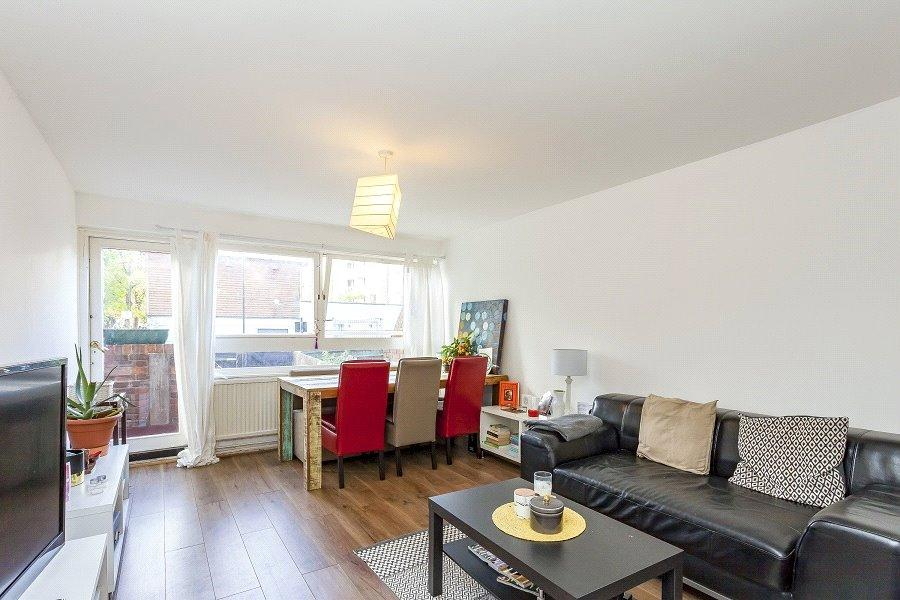 2 Bedrooms Flat for sale in Earlsferry Way, Caledonia, London, N1
