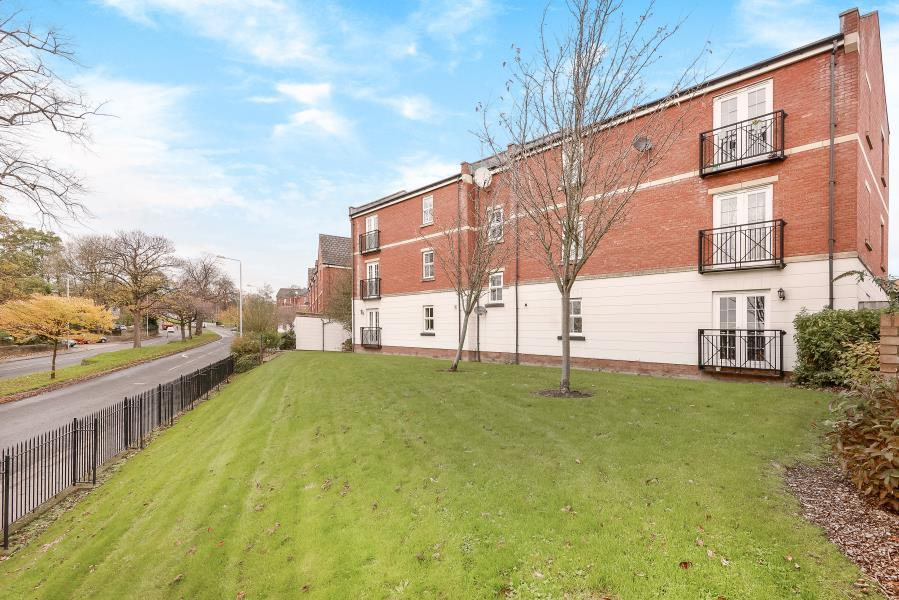 2 Bedrooms Flat for sale in TEALE DRIVE, CHAPEL ALLERTON, LEEDS, LS7 4SW