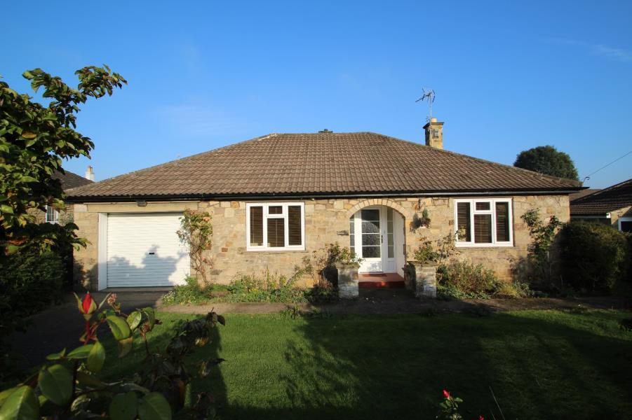 2 Bedrooms Bungalow for sale in NORTH GROVE AVENUE, WETHERBY, LS22 7PZ