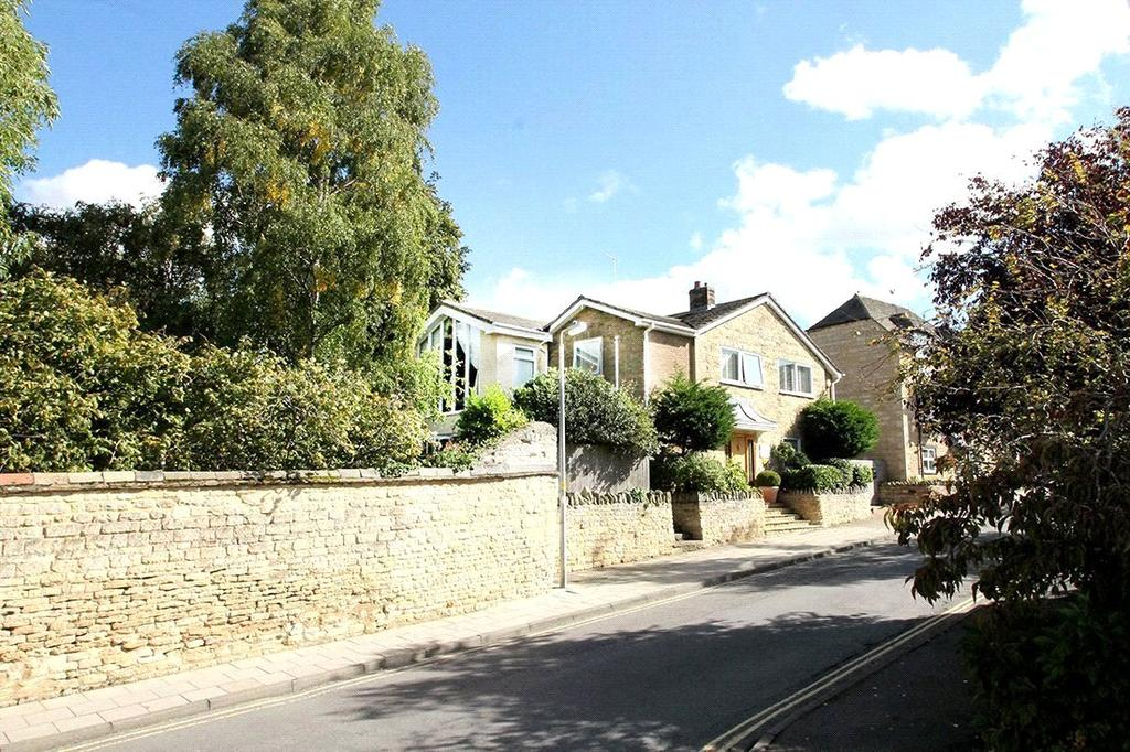 4 Bedrooms Detached House for sale in Wothorpe Road, Stamford, Lincolnshire