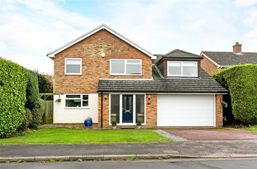 5 Bedrooms Detached House for sale in Walnut Way, Hyde Heath, Amersham, Buckinghamshire, HP6