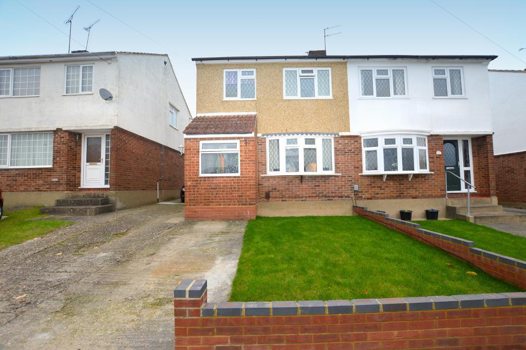 3 Bedrooms Semi Detached House for sale in Pennine Avenue, Luton, Bedfordshire, LU3 3EH