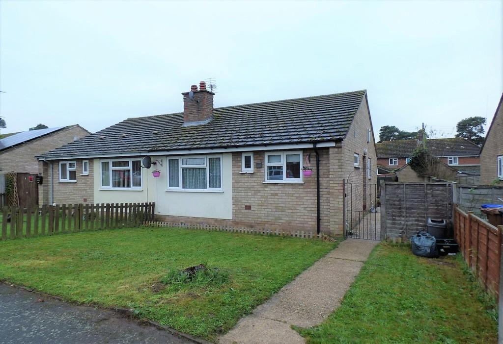 3 Bedrooms Semi Detached Bungalow for sale in North Road, Lakenheath