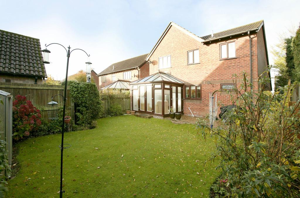 4 Bedrooms Detached House for sale in Church Lane, Sprowston