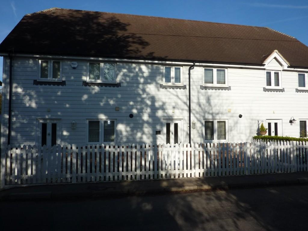 3 Bedrooms Terraced House for sale in Marden, Kent