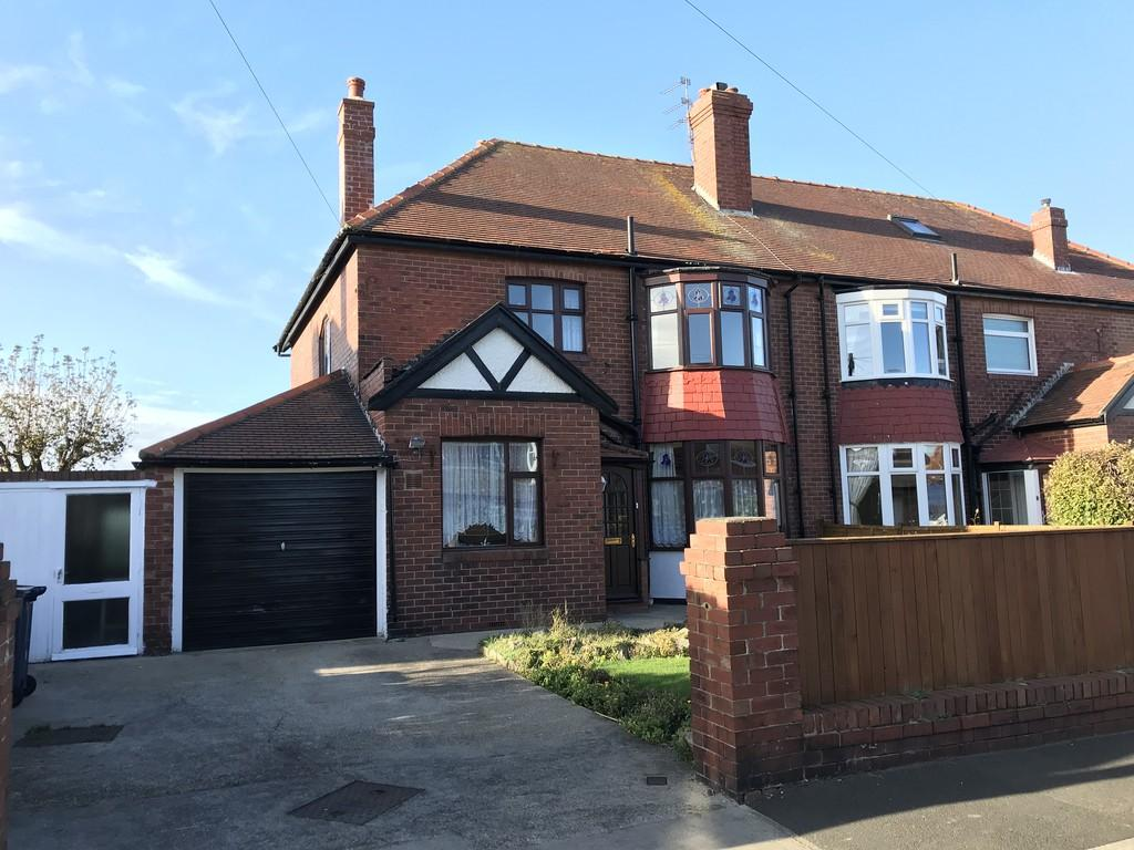 3 Bedrooms Semi Detached House for sale in Huntcliffe Avenue, South Bents