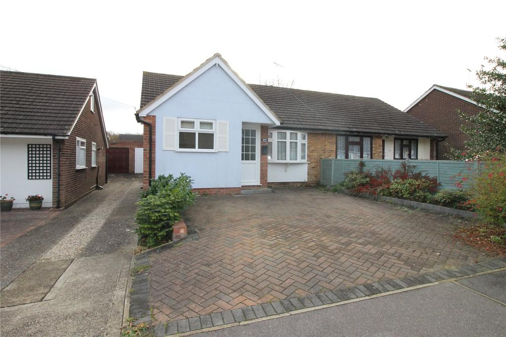 2 Bedrooms Semi Detached Bungalow for sale in Arnolds Avenue, Hutton, Brentwood, Essex, CM13