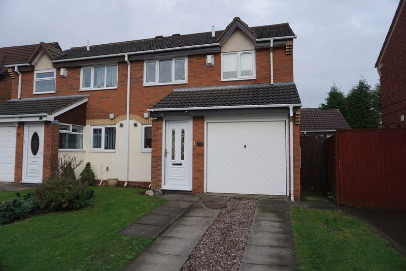 3 Bedrooms Semi Detached House for sale in Glaisedale Grove, Willenhall