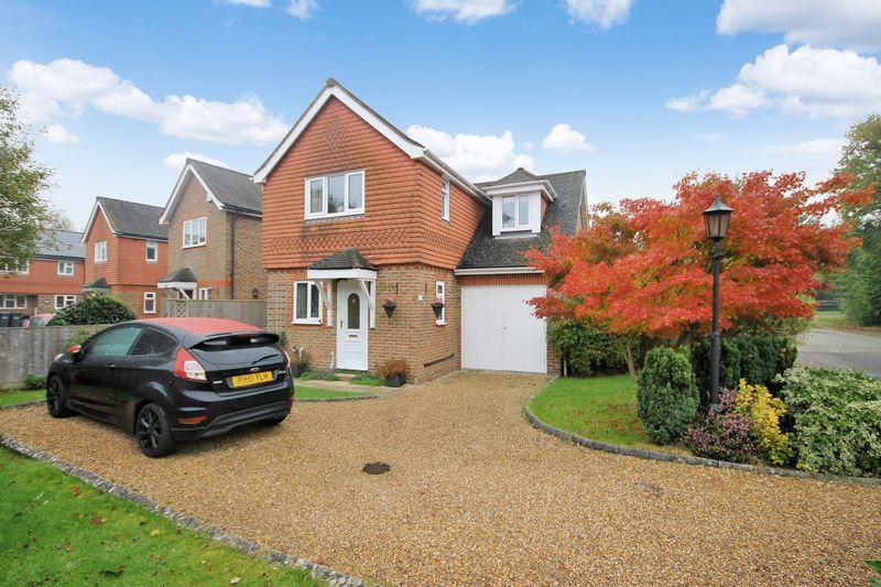 3 Bedrooms Detached House for sale in Berrylands Farm, Sayers Common, Hassocks, West Sussex