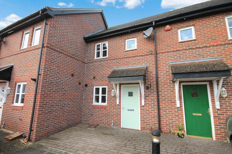 2 Bedrooms Terraced House for sale in Holders Close, Billingshurst