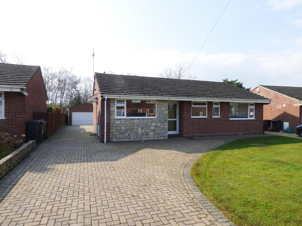 3 Bedrooms Detached Bungalow for sale in Furzey Road, Upton