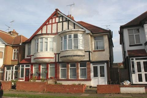 3 bedroom semi-detached house for sale - Inverness Avenue, Westcliff-On-Sea
