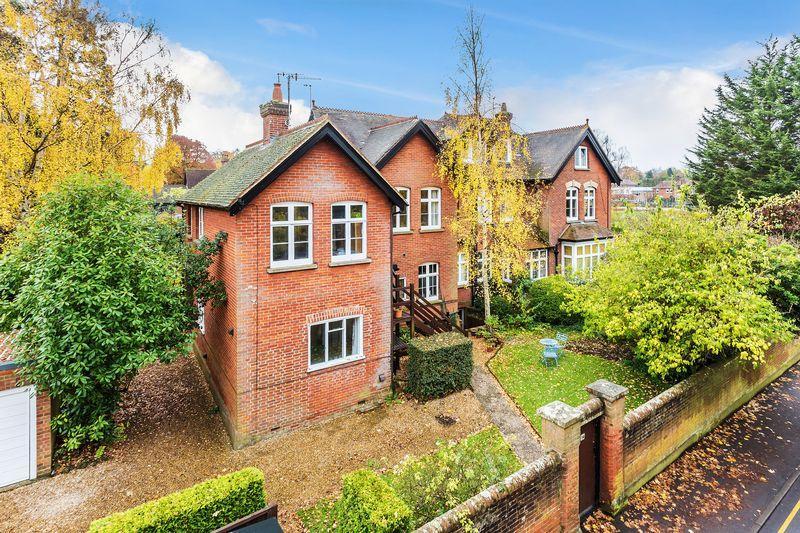 2 Bedrooms Apartment Flat for sale in Surrey, GU1