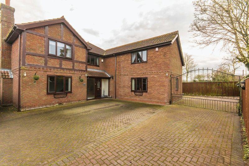 5 Bedrooms Detached House for sale in Barnoldby Road, Waltham. DN37