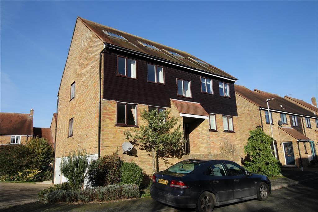 2 Bedrooms Maisonette Flat for sale in Bacons Yard, Ashwell, Baldock, SG7