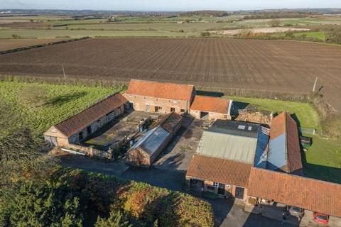 4 bedroom property for sale - Barn Development Opportunity, Fox Farm, Howsham