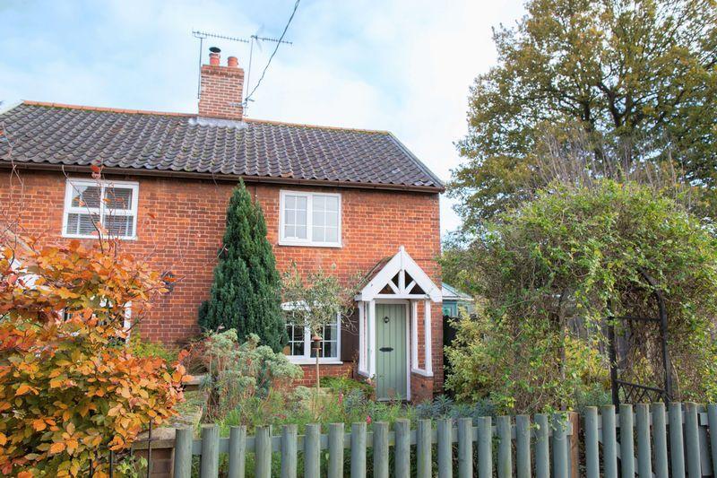 2 Bedrooms Semi Detached House for sale in Rose Lane, Bury St. Edmunds