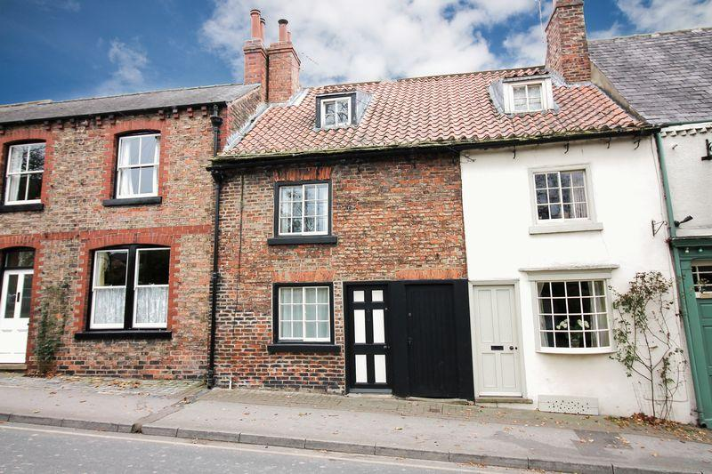2 Bedrooms Terraced House for sale in Allhallowgate, Ripon