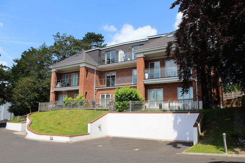 2 Bedrooms Apartment Flat for sale in Sanderstead Road, Sanderstead, Surrey