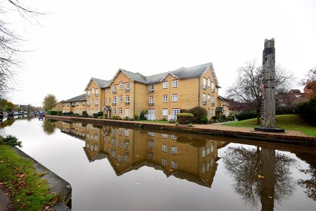 2 Bedrooms Penthouse Flat for sale in Castle Street, Berkhamsted