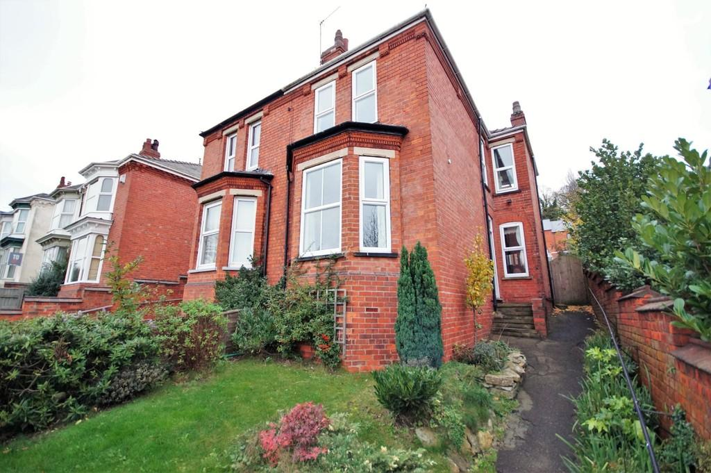 5 Bedrooms Semi Detached House for sale in Yarborough Road, Lincoln