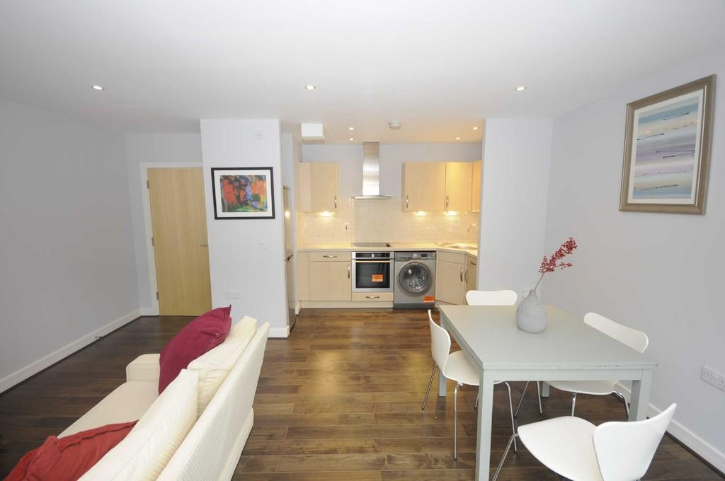 2 Bedrooms Flat for sale in Rosse Gardens, Hither Green