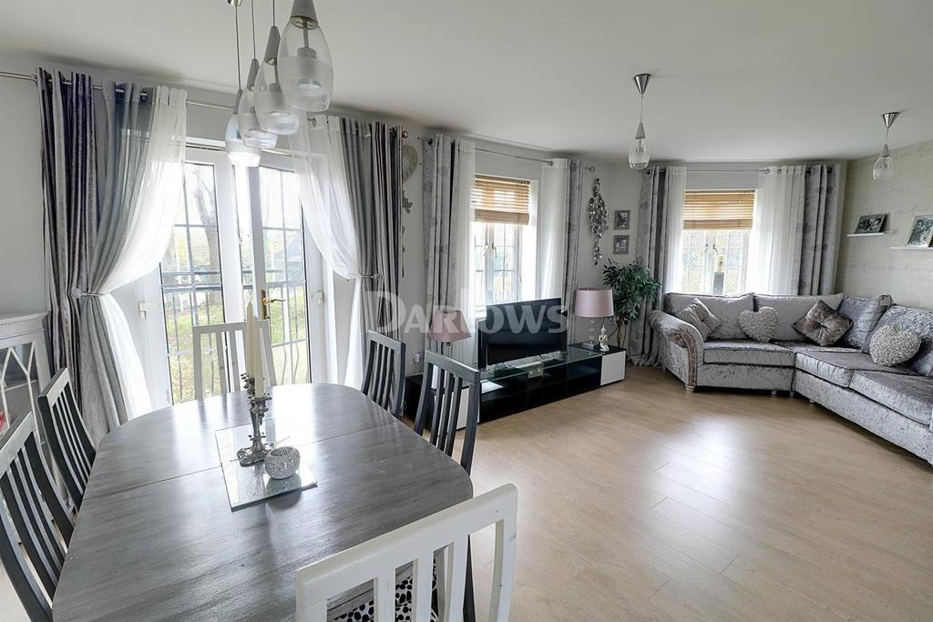 2 Bedrooms Flat for sale in Pipkin Close, Pontprennau, Cardiff, CF23