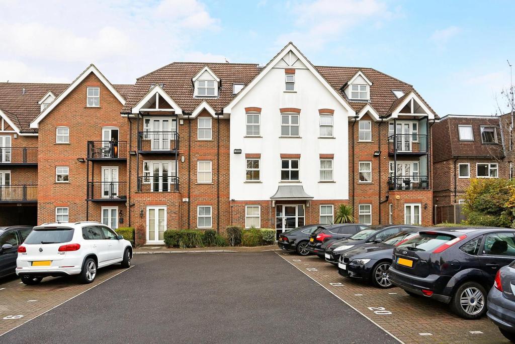 2 Bedrooms Apartment Flat for sale in Haverstock Place, Heath Park Road, Gidea Park, Essex, RM2