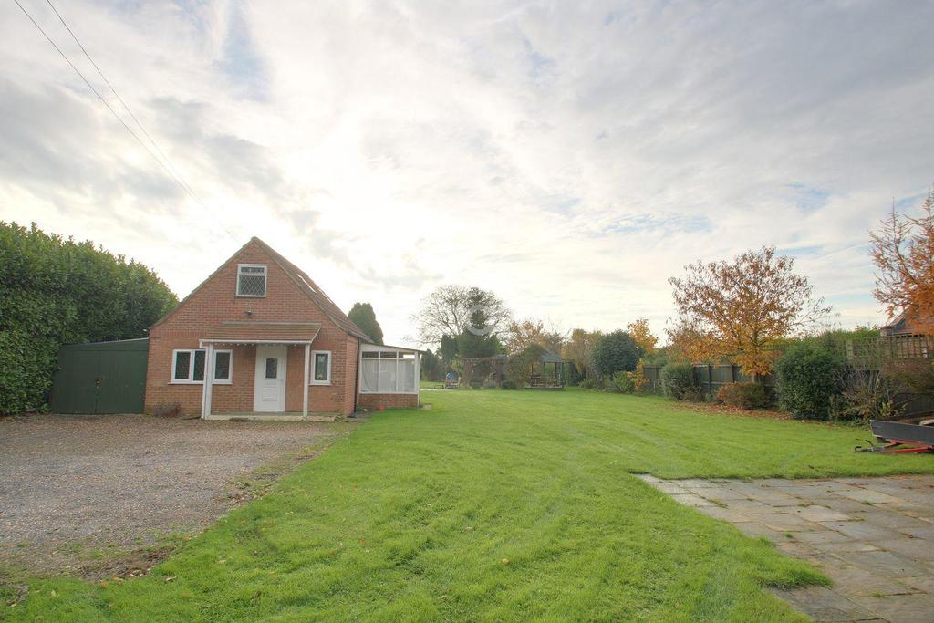 4 Bedrooms Detached House for sale in Barton Road, Wisbech