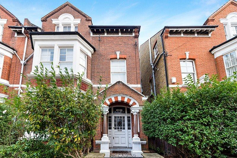 2 Bedrooms Flat for sale in Mayford Road, London, SW12