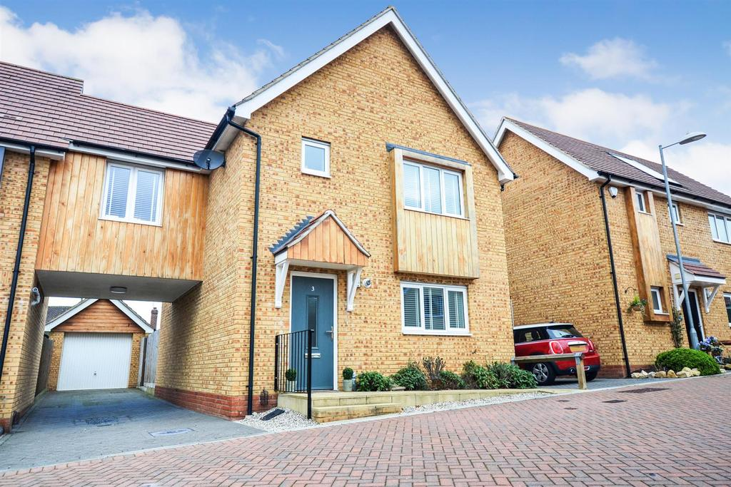 4 Bedrooms House for sale in Canute Close, Runwell, Wickford
