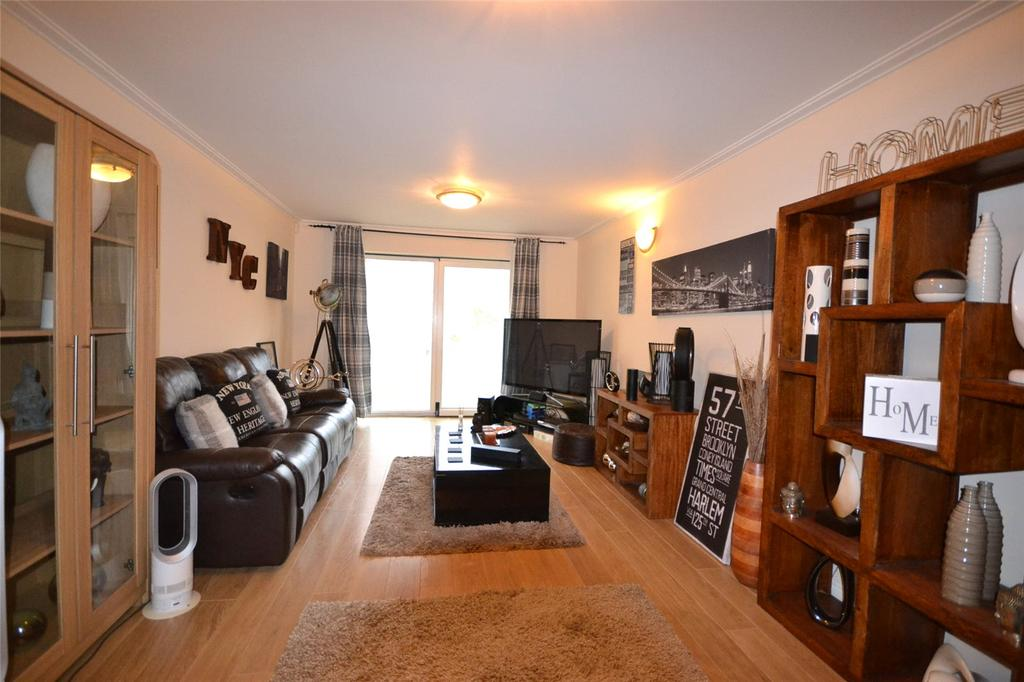 2 Bedrooms Apartment Flat for sale in Taliesin Court, Chandlery Way, Cardiff Bay, Cardiff, CF10
