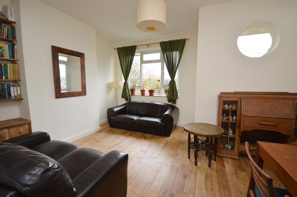 2 Bedrooms Flat for sale in Breakspears Road London SE4