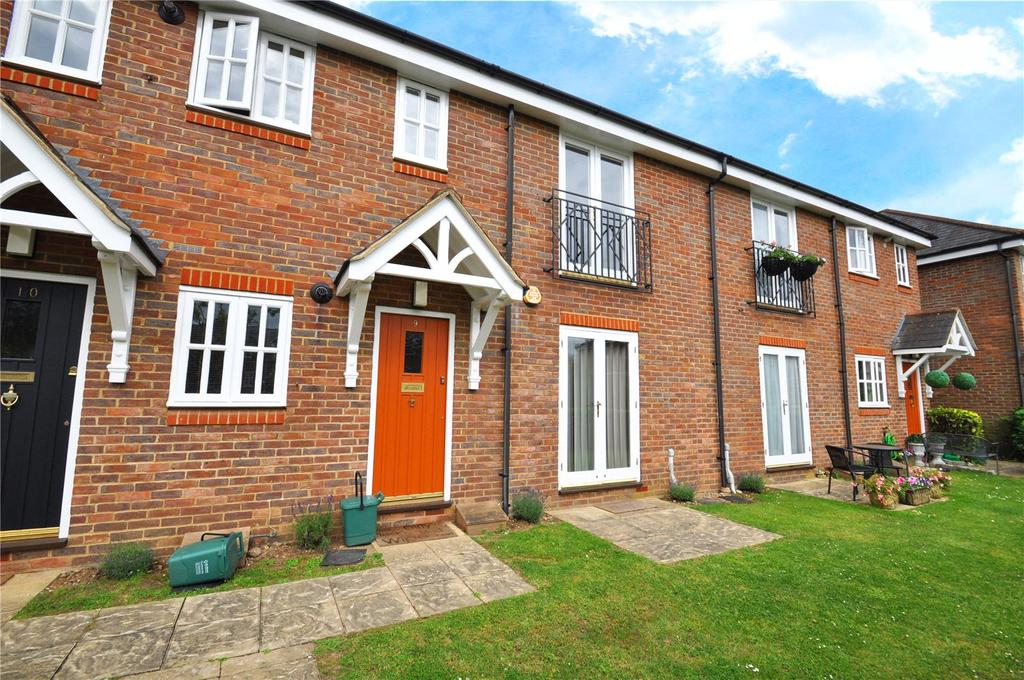 2 Bedrooms Maisonette Flat for sale in Minister Court, Frogmore, St. Albans, Hertfordshire