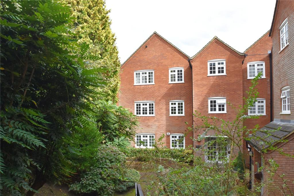 2 Bedrooms Flat for sale in Cathedral Court, King Harry Lane, St Albans