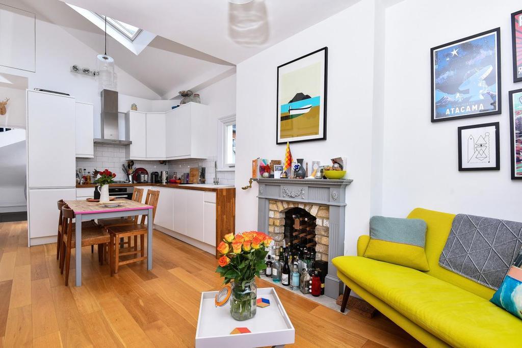 3 Bedrooms Flat for sale in Honeybrook Road, Balham
