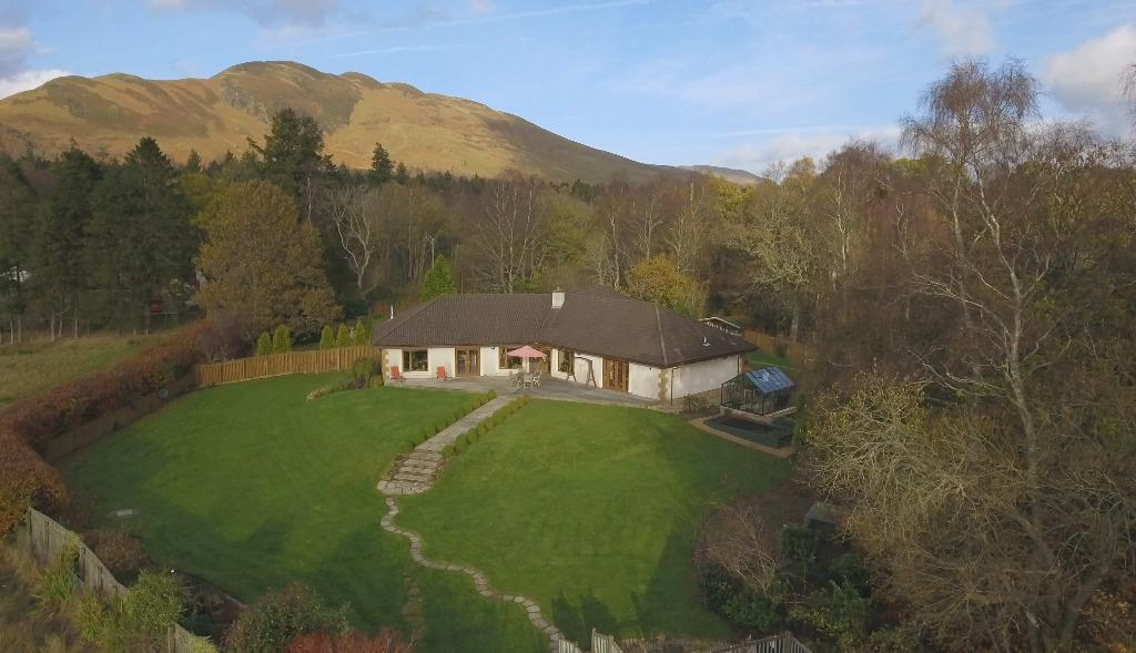 4 Bedrooms Bungalow for sale in The Moorings, Balmaha, Stirlingshire, G63 0JQ