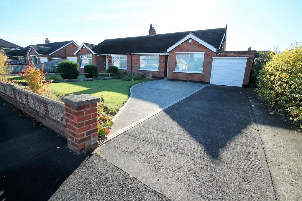 2 Bedrooms Semi Detached Bungalow for sale in Masham Grove, Fairfield, Stockton-On-Tees