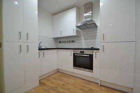 Studio to rent - Uxbridge Road, Hayes