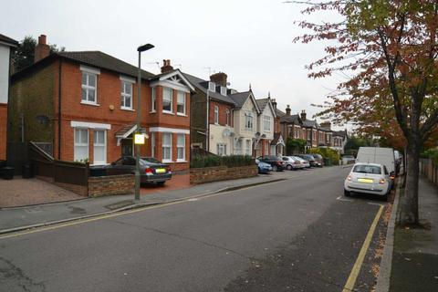 2 bedroom flat to rent - Cambridge Road, Bickley